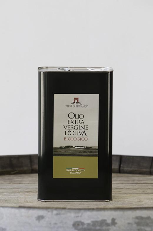 Prodotti tipici pugliesi. Olio extravergine d'oliva biologico Terre di Traiano
